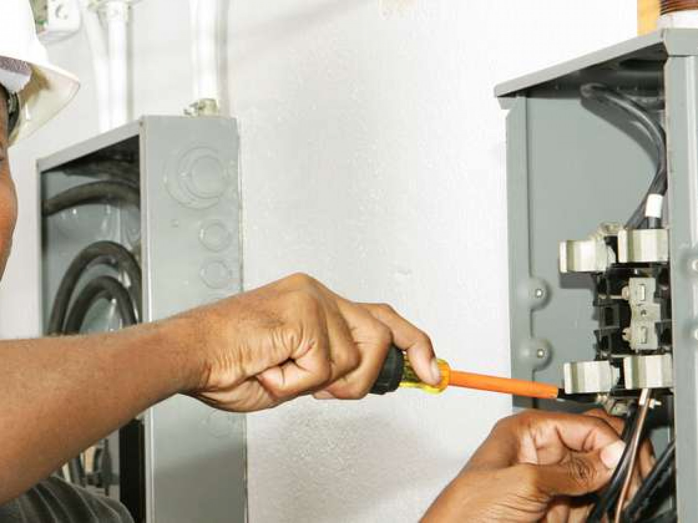 Choose a trustworthy electrical contractor